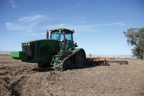 Oils for agricultural machines