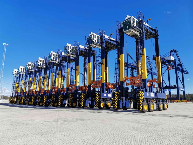 volvo penta straddle carriers